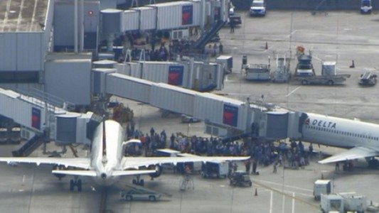At least 5 dead, 8 hospitalized after shooting at Ft. Lauderdale airport