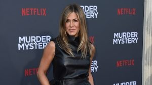 Jennifer Aniston gives nod to Julia Roberts in 'Notting Hill' with a pantsless Instagram picture: 'I'm just…