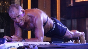 62-year-old retired Marine and DEA agent breaks Guinness World Record for planking