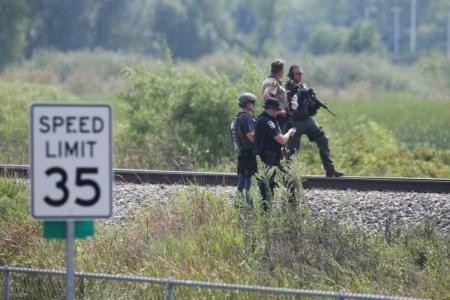 Manhunt for suspects continues in northern Illinois after police officer shot and killed