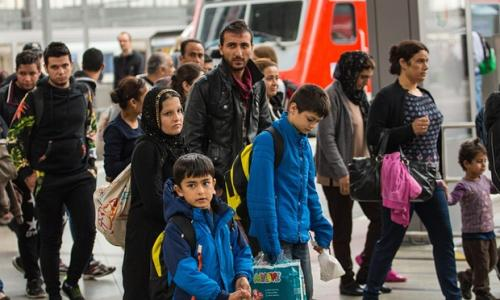 Refugee crisis: thousands arrive in Germany amid calls for action in Syria