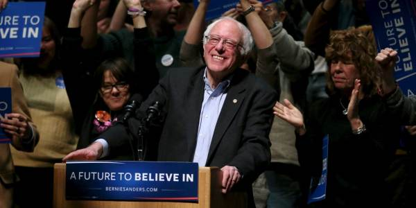 the-bernie-sanders-campaign-dug-up-a-2-year-old-tweet-to-troll-hillary-clintons-campaign-chair
