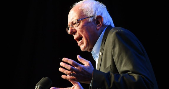 Democratic presidential candidate  Bernie Sanders addresses his supporters during a fundraising event at the historic Avalon Theater in Hollywood, California on October 14, 2015.     AFP PHOTO / MARK RALSTON        (Photo credit should read MARK RALSTON/AFP/Getty Images)