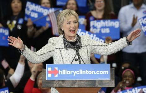 Clinton rolls to big win in South Carolina