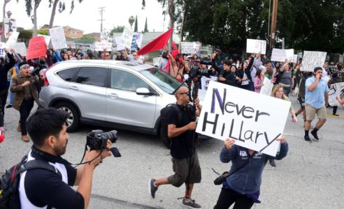 "WATCH: LATINO Activists with ""Liar! Liar!"" Signs Protest Hillary – CUT HER SPEECH SHORT"