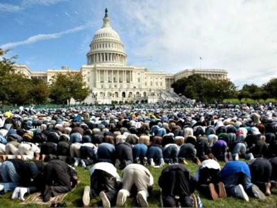 Muslims-Pray-at-White-House-Evan-Vucci-AP-Photo-640x480