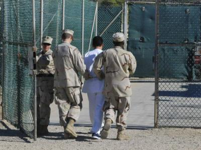 guards-move-detainee-guantanamo-bay-file-reuters-640x480