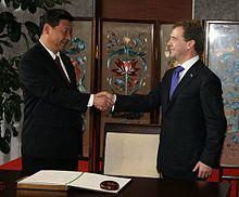 https://upload.wikimedia.org/wikipedia/commons/thumb/5/52/Dmitry_Medvedev_in_China_28_September_2010-6.jpeg/220px-Dmitry_Medvedev_in_China_28_September_2010-6.jpeg
