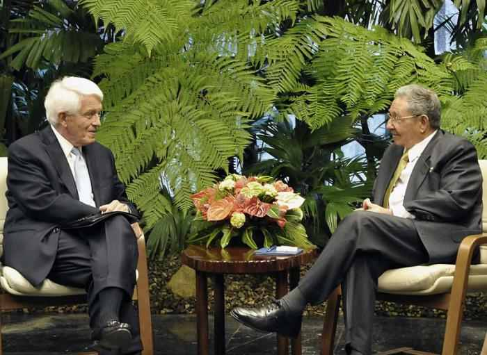 C:\Users\Nevin\Desktop\Manifesto 2\US Chamber of Commerce head Tom Donohue meeting with Cuban Communist dictator Raul Castro.jpg