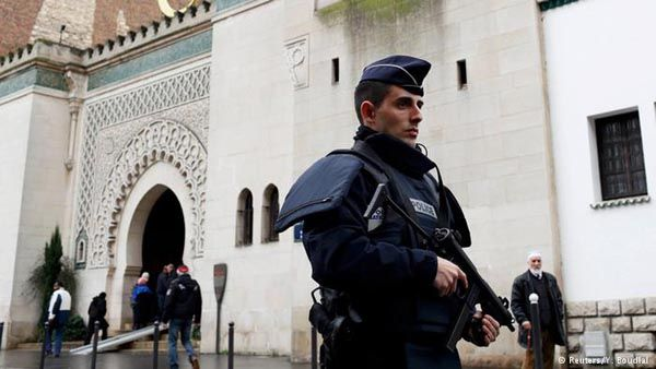France to Shut Down up to 160 Mosques