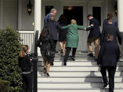Internet Melt Down: Photos of Hillary Slipping on Stairs…