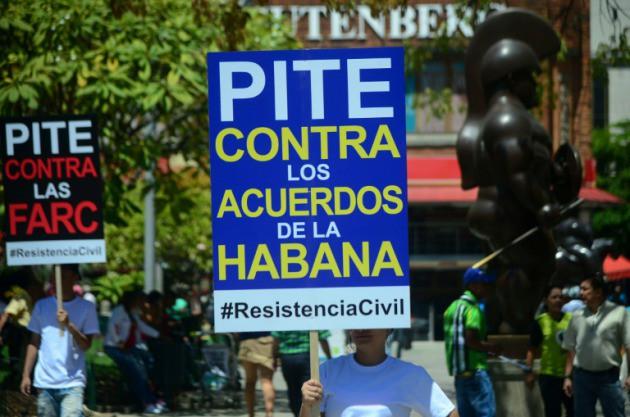http://www.radiomiami.us/contenido/noticias/1465073941uribe-impulsa-colombia-recoleccion-firmas-acuerdo-paz-farc_1_2367112.jpg