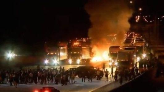 """Unreal! AG Loretta Lynch Cheers """"Peaceful Protesters"""" in Charlotte After MASSIVE RIOTS AND LOOTING"""