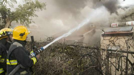 Thousands flee bushfires as Israel alleges 'arson terror'