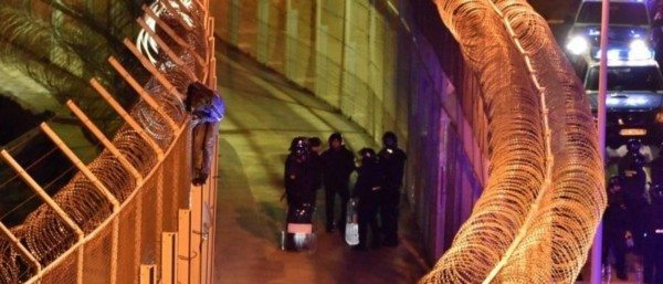 55 Officers Injured When 1,100 Migrants Storm Spanish Border Fence [VIDEO]