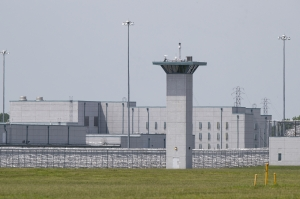 Coronavirus: 1,000 Texas inmates test positive in one federal prison, report says