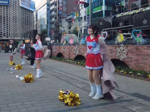 Tokyo Cheerleaders Shout 'Let's Go, Fight!' at Commuters as Coronavirus Lockdown Begins