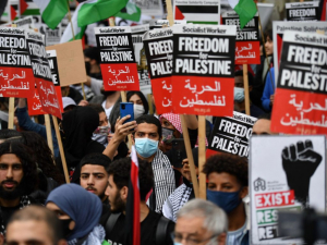 WATCH: Policewoman Seen Chanting 'Free, Free Palestine' During Anti-Israel Protest in London