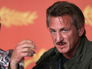 Sean Penn Says COVID-19 Vaccinations 'Should Be Mandatory': 'All Business Need to Take the Lead'