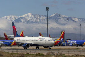 Delta Air Lines CEO Will Not Enforce 'Divisive' Vaccine Mandate
