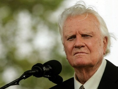 Exclusive: Christian Leaders Praise Billy Graham and Explain the Gospel He Preached.