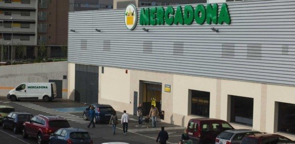 BREAKING: Man Wearing 'Suicide Vest' Packed With Gunpowder and Gasoline Yells 'Allahu Akbar' and Opens Fire in Spanish Supermarket.