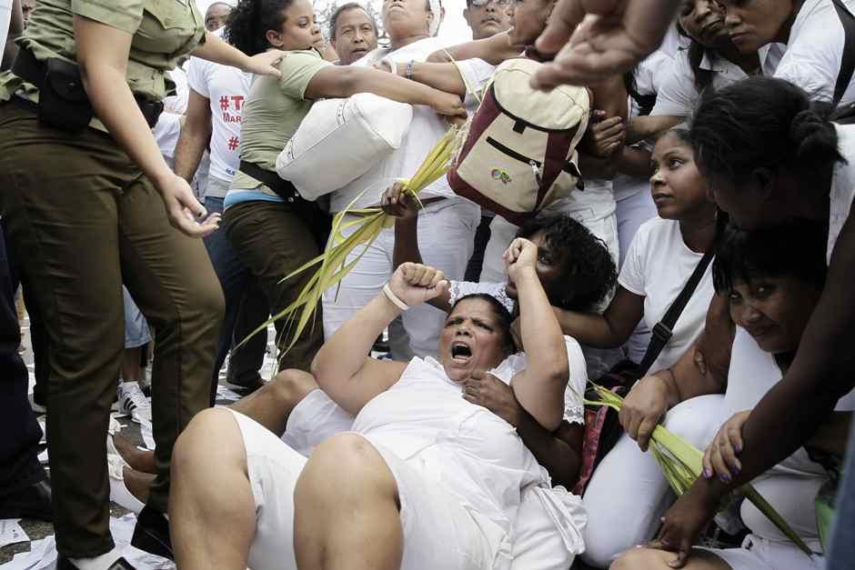 http://www.babalublog.com/wpr/wp-content/uploads/2017/06/damas-de-blanco-arrestadas.jpg