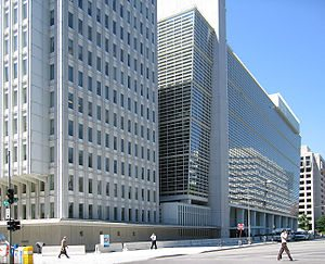 https://upload.wikimedia.org/wikipedia/commons/thumb/a/a6/World_Bank_building_at_Washington.jpg/300px-World_Bank_building_at_Washington.jpg