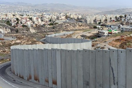 LISTEN – Breitbart's Aaron Klein: How Israel's Border Barriers Stop Illegals from Infiltrating