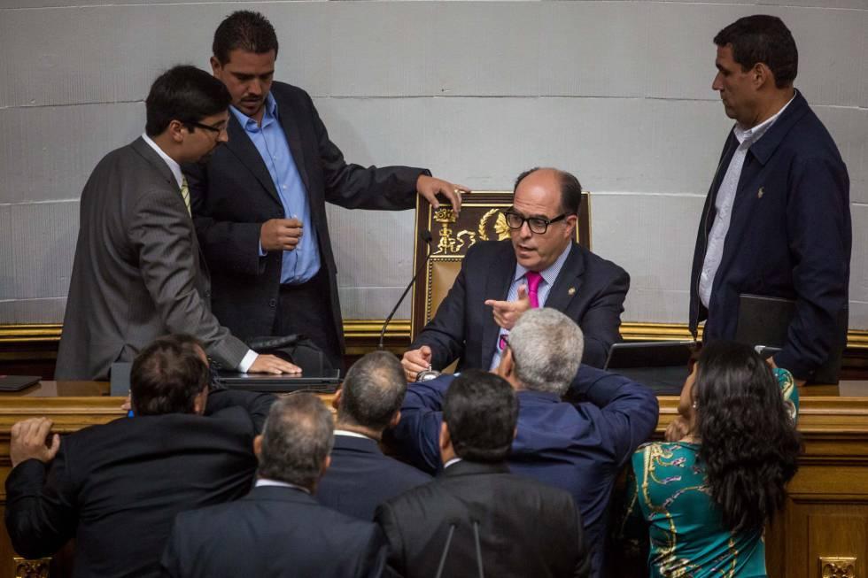 Julio Borges con un grupo de diputados de la Asamblea Nacional.